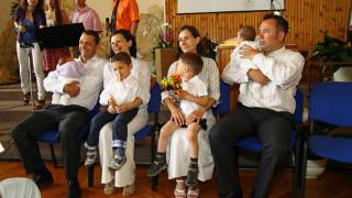 2013-gyermekbemutatás-két-család